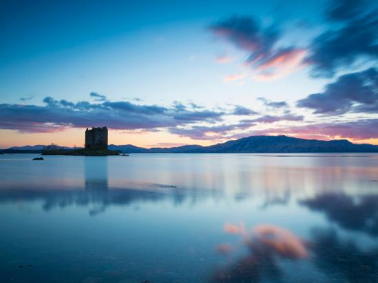 Schottland, UK: Castle Stalker on Loch Linnhe