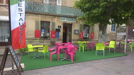 Ancy-le-Franc, França: notre terrasse ensoleillée