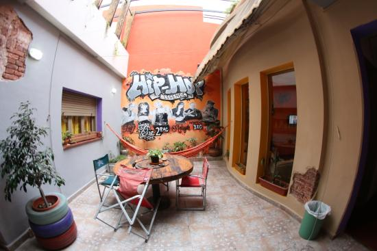 Turning Point Hostel: Patio 1