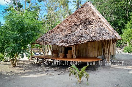 Lia Beach - Bamboo Resort: Seaview bamboo bungalow - Exterior