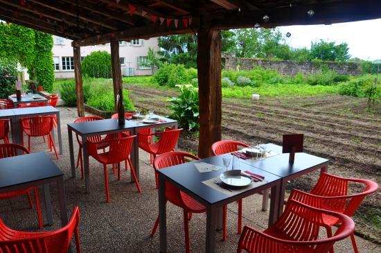 terrasse d\'été à l\'ombre du jardin - Bild von Restaurant Chemin ...