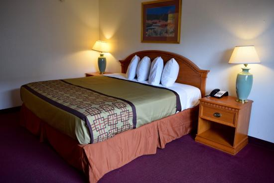 Snelling Motel: king room ns