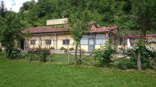 Accumoli, Italia: veduta del ristorante dalla salaria