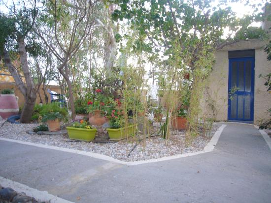 Anonymous Homestay: Garten; Bereich für Gäste.