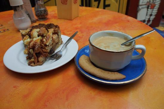 Uit de Kunst : Coffee and (delicious) Apple cake