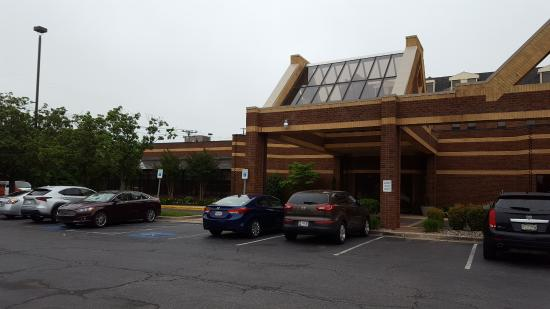 Crowne Plaza Annapolis: Car park at the front