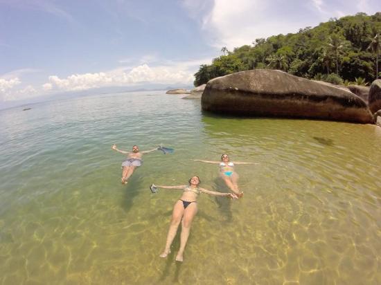 Ilha Grande, RJ: Praia de Itaguaçu, paradisíaca, poucas pessoas, água transparente e calma. Ótima para snorkel.