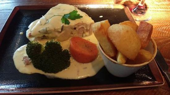 The Wayfarer Chicken Ham And Leek Pie Short Crust Pastry Hand Cut Chips