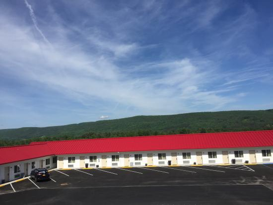 Milford, NY: Exterior View of Apple Inn & Suites
