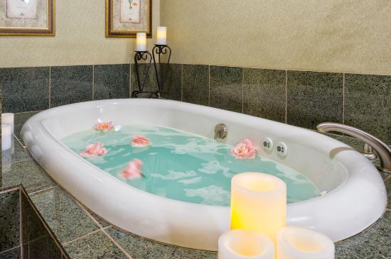 Serenity Spa by Westgate: Hut Tub