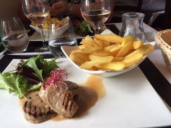 Restaurant at Auberge de la Dune : Filet mignon sauce au cidre