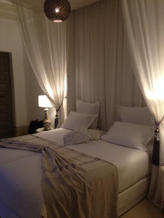 Riad Snan13: Bed is beautiful and comfortable