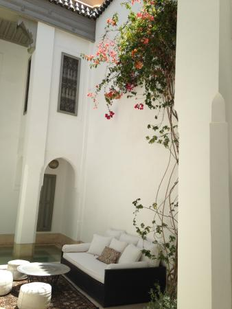 Riad Snan13: Center courtyard is lovely with seating for relaxing and a dinning area.