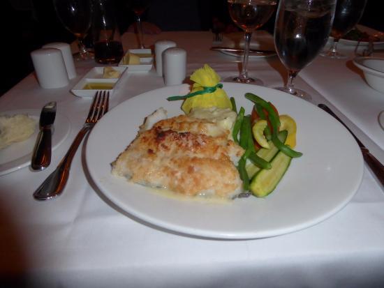 Parker's Restaurant: Peixe swordfish com legumes