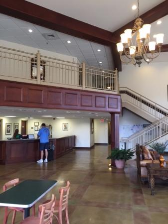 Amory, MS: Front desk and lobby area.