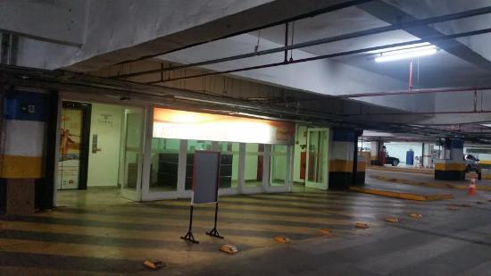 Patio Brasil Shopping: Estacionamento coberto