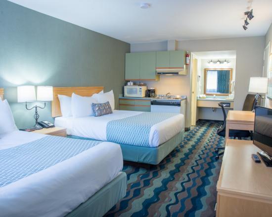 Accent Inn Kamloops: 2 Queen beds Kitchenette