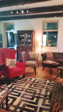 Historic General Lewis Inn: Bar space