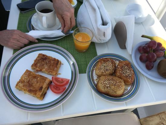 Manos Small World: One of our delicious breakfasts.