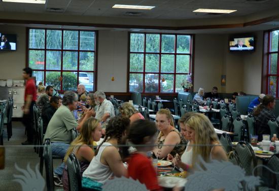 Twin Dragons Grand Buffet: Main Dining Area