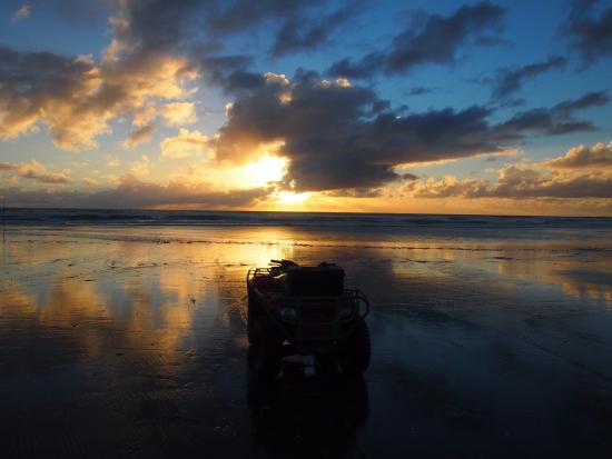Ninety Mile Beach: Sunset