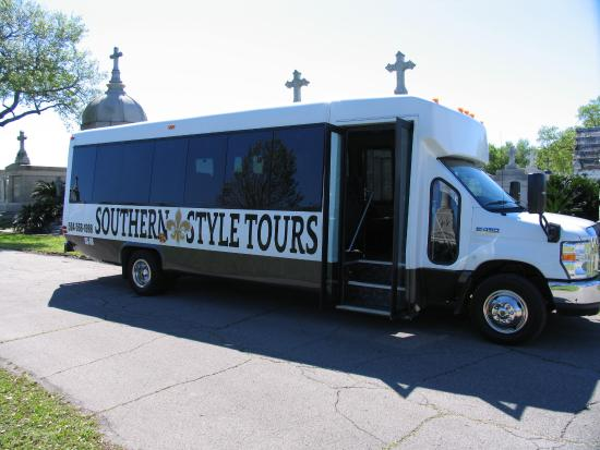 Southern Style Tours: The tour bus