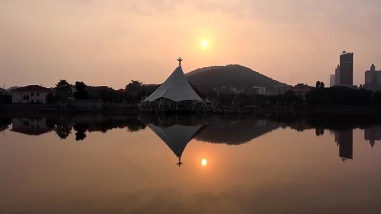 Deqing County, China: 度假村日落景觀