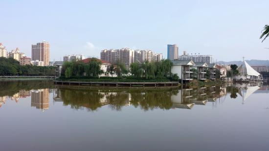 Deqing County, China: 湖景
