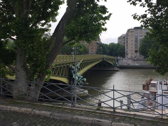 Hotel Foyer Le Pont Paris : View from the bridge picture of le pont mirabeau paris