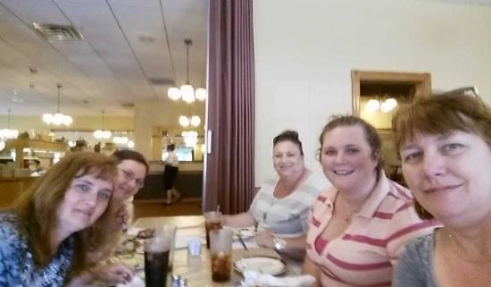 The Olde Dutch Restaurant & Banquet Haus: FB friends group enjoying our dinner at The Olde Dutch Restaurant