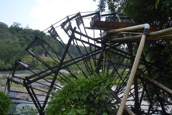 Sawahlunto, إندونيسيا: ini dia salah satu kincir air yng ada di jalan raya batu sangkar-sawah lunto