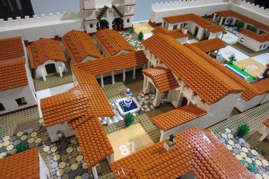 Brugg, Szwajcaria: Roman design villas made out of Lego