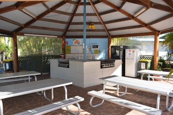 Big4 Point Vernon Holiday Park: Camp Kitchen