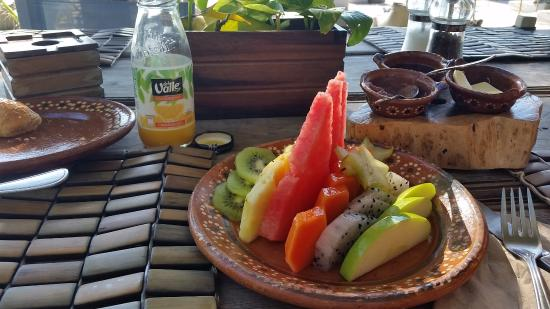 Be Tulum Hotel: fruit included in the Americano gringo especial breakfast