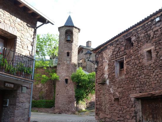 Llagunes, Spain: Iglesia justo al lado del refugio