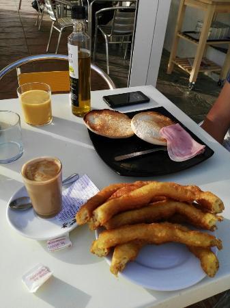 Cafeteria-Churreria La Avenida