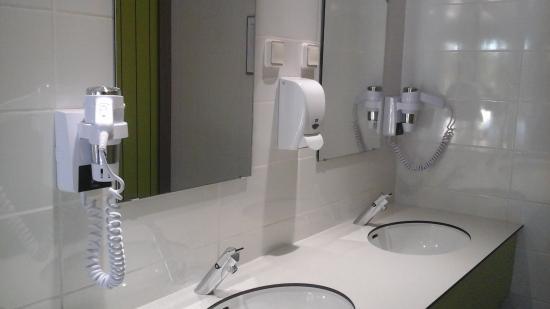 Regusse, ฝรั่งเศส: Sanitaires totalement rénovés