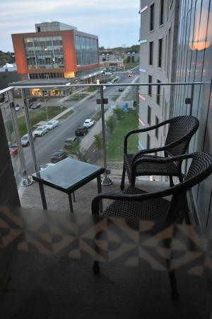 Four Points by Sheraton Levis Convention Centre: Extended balcony overlooking the street