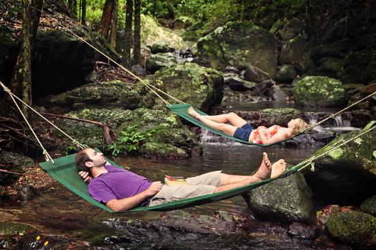 Upper Crystal Creek, Avustralya: Hammocks over the creek