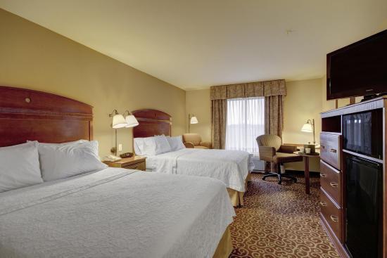 Hampton Inn and Suites Alexandria: Queen Bedroom