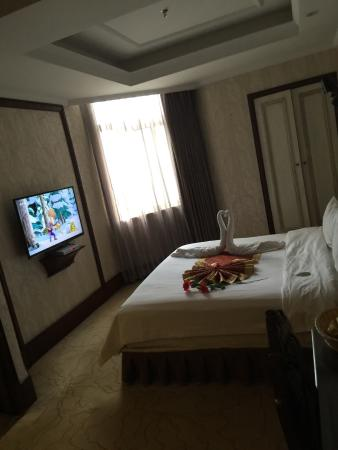 Huixian, จีน: 新乡昆仑乐居商务酒店辉县店