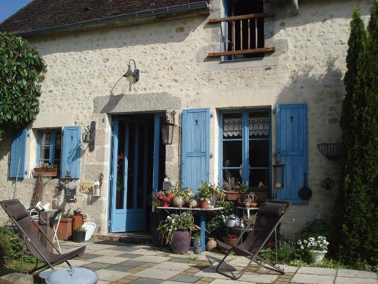 Boece, France: entrée fleurie