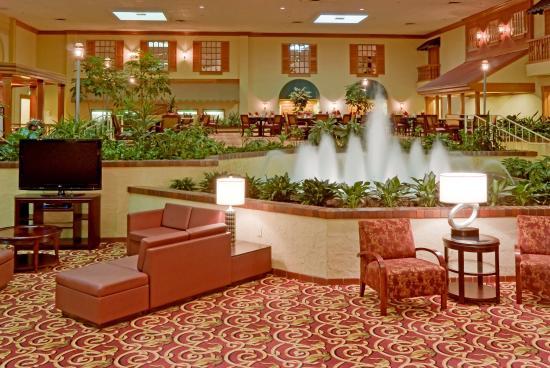 Holiday Inn Cincinnati Airport: Lobby Atrium