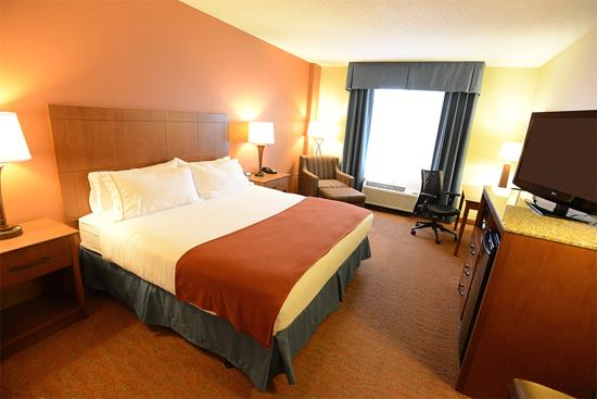 Holiday Inn Express Coralville: King Bed Guest Room