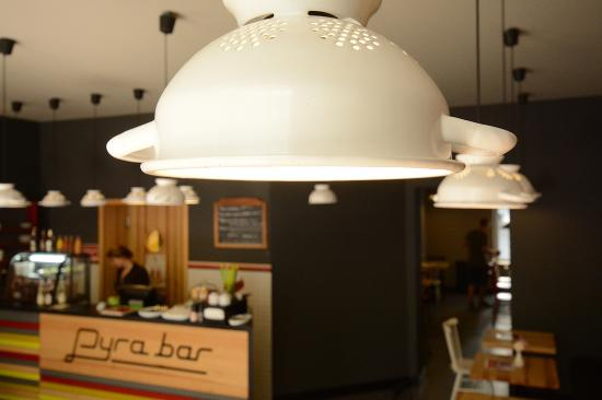 Pyra Bar: Z durszlaka