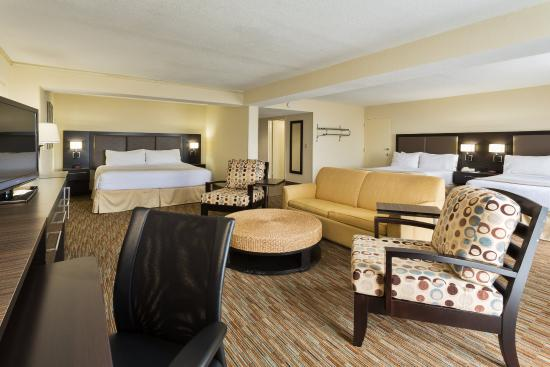 Miami Springs, FL: Newly Refreshed Family Suite