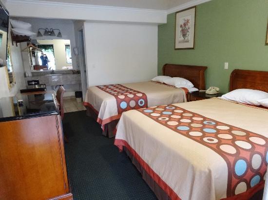 Monterey Oceanside Inn: Zweibettzimmer