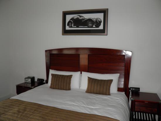 National Hotel: Letto matrimoniale