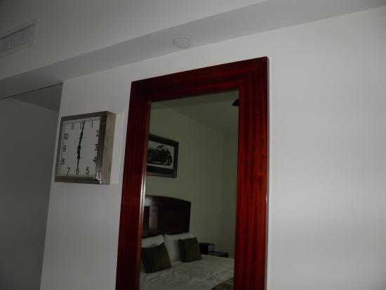 National Hotel: Specchio