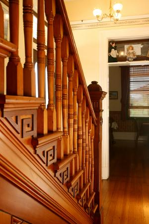 CBC Bed and Breakfast: Beautiful Solid Timber Staircase